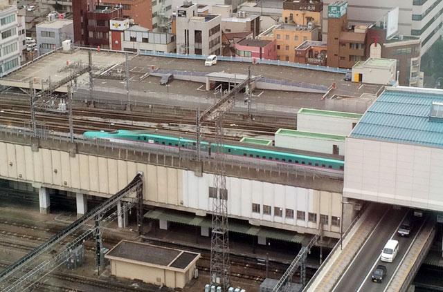 マリオスから見た新幹線
