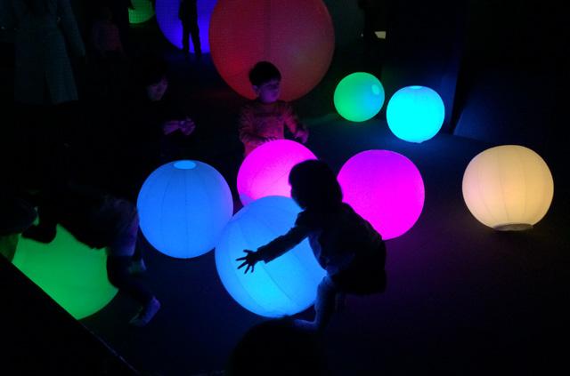 光のボールでオーケストラ