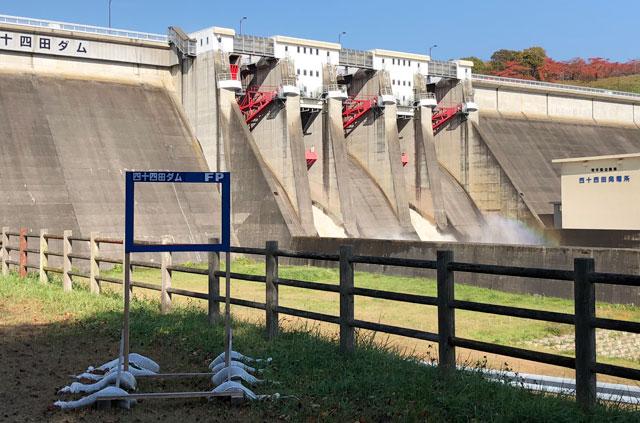 四十四田ダムの顔出しパネル