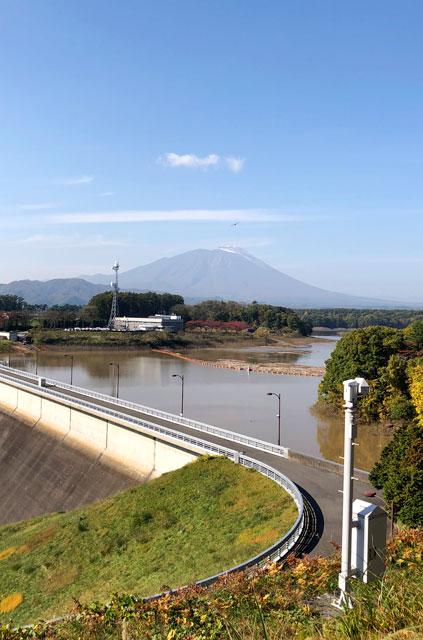 四十四田ダムと岩手山